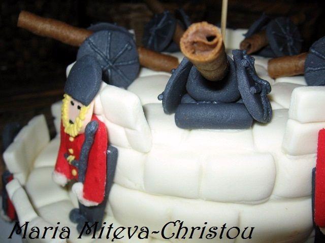 """Морковена Торта """"скрита"""" под крепост охранявана от войници"""