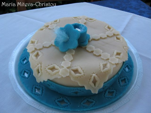 Торта с кисело мляко, крема сирене и къпини