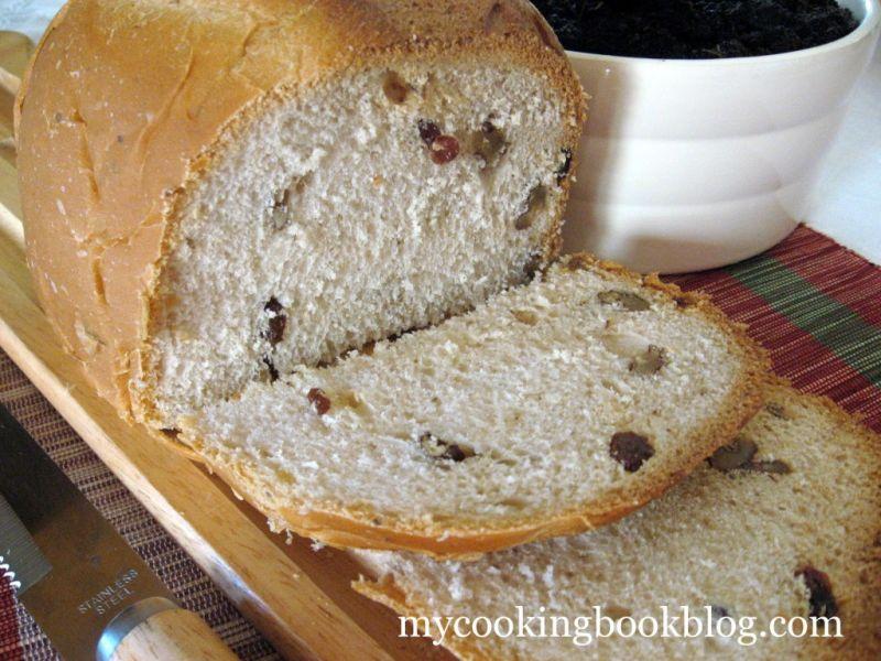 Хляб със Мед, Стафиди и Орехи