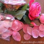 Как се правят захаросани розови листа
