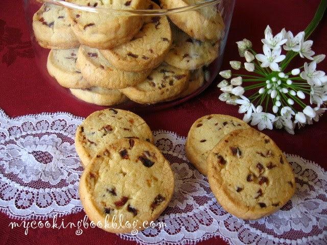 Маслени бисквити със сушени червени боровинки