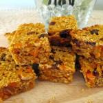 Блокчета с овесени ядки, моркови, стафиди и бадеми