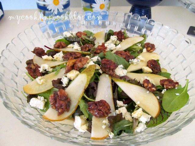 Салата с круши, синьо сирене и кленов сироп