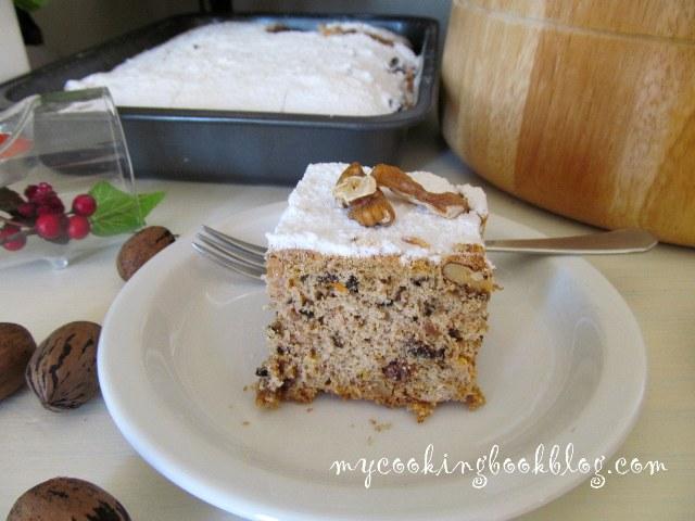 Кейк със сусамов тахан, стафиди и орехи