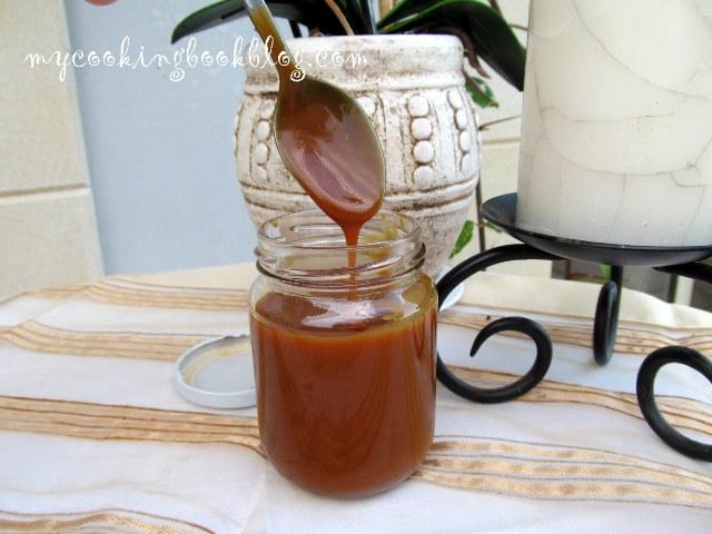 Как се прави карамелен сос със сметана