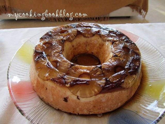 Сладкиш с крем карамел, ананас или банани