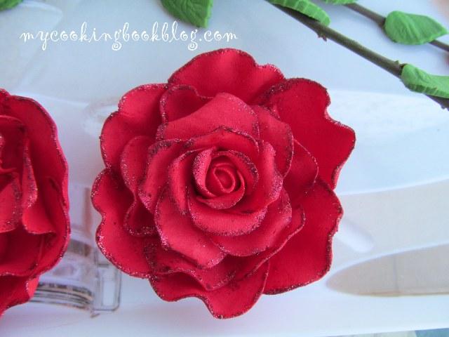 Рози (големи) от захарно тесто